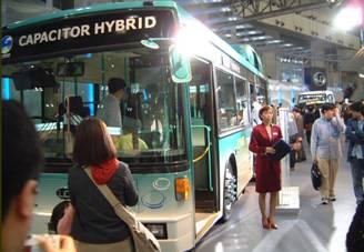 2000年東京モーターショウでのキャパシタハイブリッド・バス